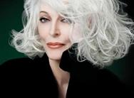Supermodelo de 84 años sigue siendo atractiva