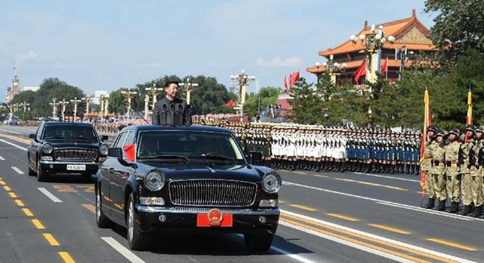 Presidente Xi pasa revista a las fuerzas armadas por primera vez en plaza de Tian'anmen