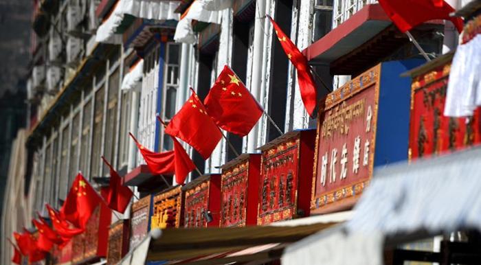 Lhasa se prepara para celebrar 50 años de la región autónoma del Tíbet