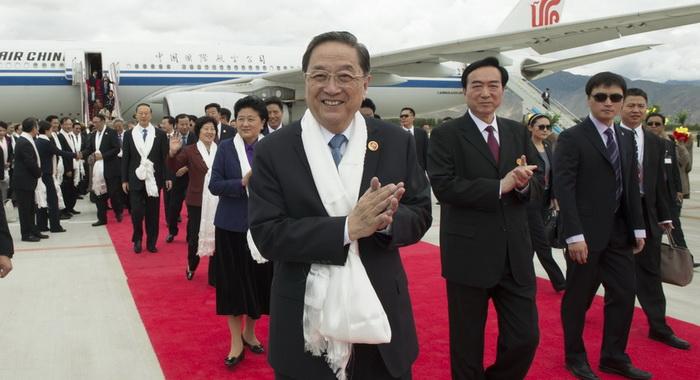 Funcionarios chinos llegan a Tíbet para celebrar 50° aniversario de autonomía
