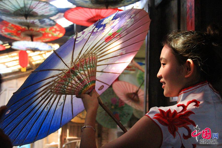 Enciclopedia de la cultura china: Paraguas de papel aceitado de Fenshui de Sichuan 1