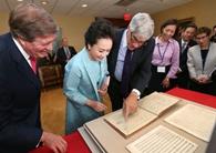 Peng Liyuan se gana los corazones dentro y fuera de China