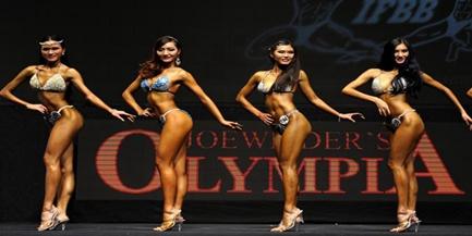 Los culturistas muestran la belleza de la fuerza en la competición de IFBB en Hong Kong