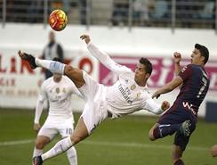 Real Madrid gana 2-0 a un buen Eibar