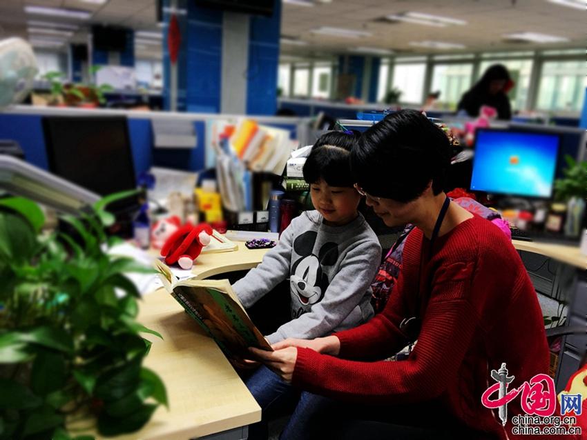 Vacaciones de invierno al estilo chino: de visita en la oficina de mamá