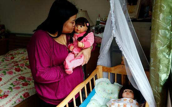 Tailandia prohíbe la venta de billetes de avión para las muñecas Look thep2