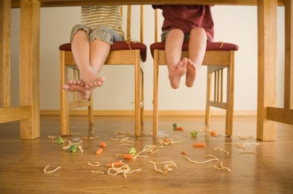 Resultado de imagen para niño berrinche  restaurant