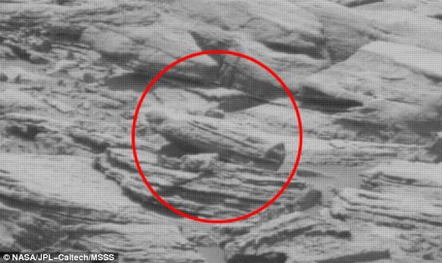 """Las últimas noticias extrañas hablan de un """"sarcófago egipcio"""" en Marte"""