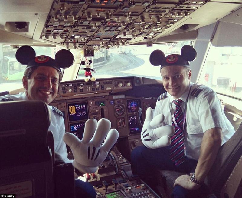A bordo del vuelo m s feliz del mundo for Cabina del mickey