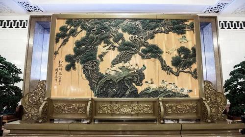 recorrida para apreciar los cuadros y caligrafía en el Gran Palacio del Pueblo