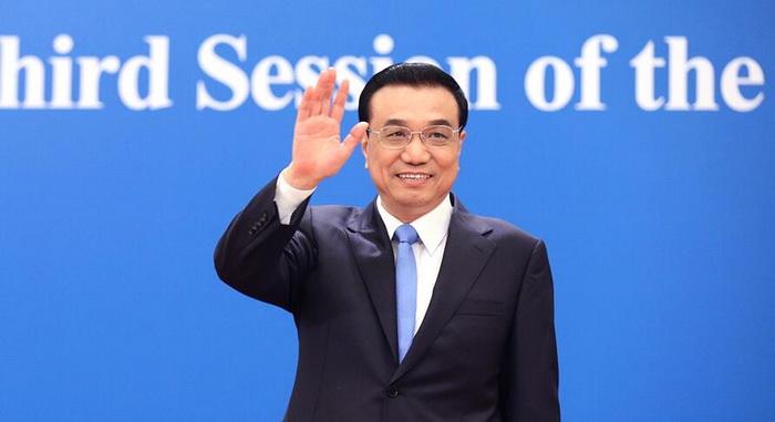 El primer ministro Li Keqiang convoca una rueda de prensa