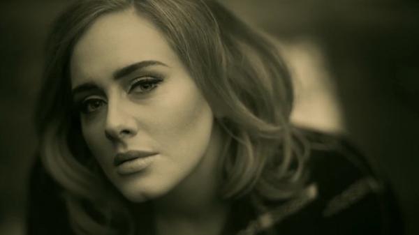 Adele podría firmar un contrato discográfico por 130 millones de dólares