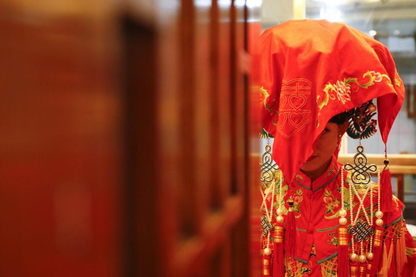 Estadounidense desposa a joven china en una boda tradicional de China7