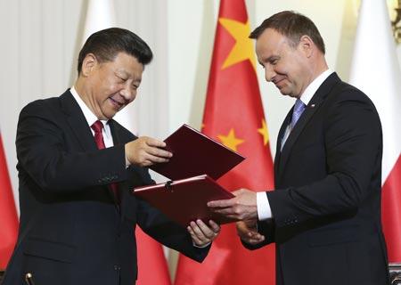China y Polonia elevan lazos a nivel de asociación estratégica integral