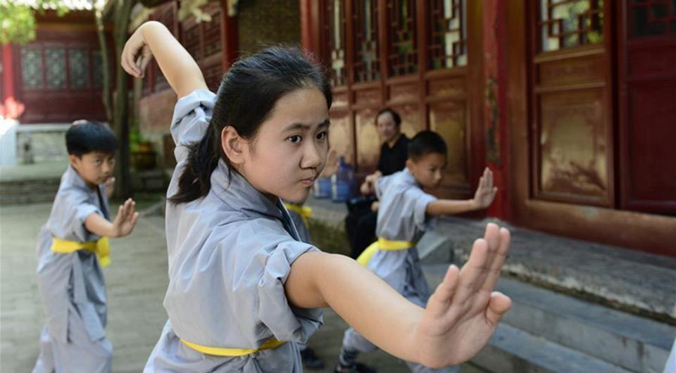 Niños practican Kung Fu en Templo Shaolin