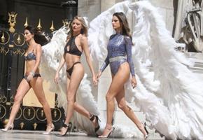 Sexys ángeles ostentan sus alas en París