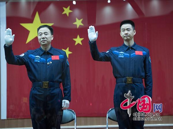 Conferencia del encuentro de astronautas antes del lanzanmiento del Shenzhou-11