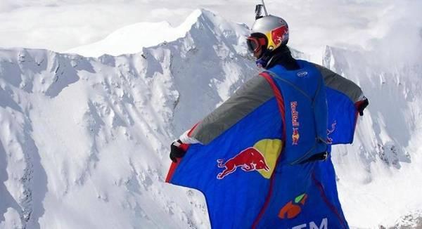 Deportista extremo salta desde 7 mil 700 metros de altura en los Himalayas