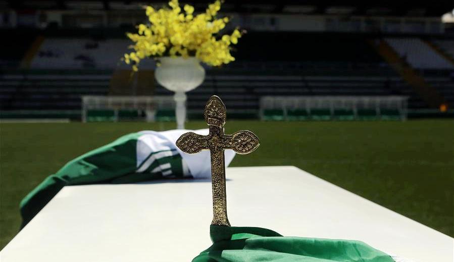 Ceremonia de tributo en el estadio Arena Condá, en la ciudad de Chapecó