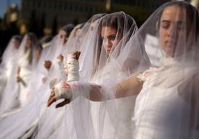 Mujeres libanesas protestan por la ilógica ley sobre las violaciones