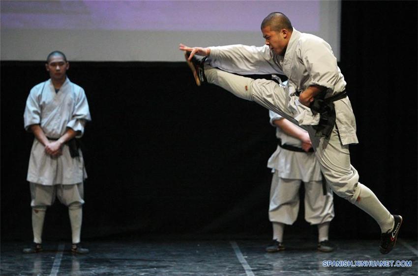 Monjes chinos realizan presentación de artes marciales Shaolin en Chipre