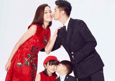 Imágenes de Tian Liang, Ye Yiqian y sus hijos