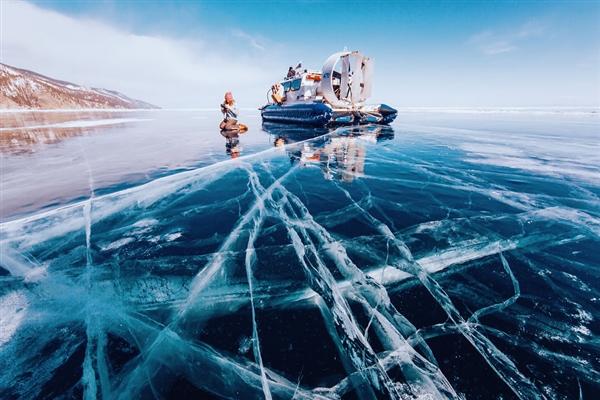 La belleza del lago Baikal congelado