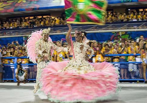 Grupos especiales de escuelas de samba concluyen sus desfiles