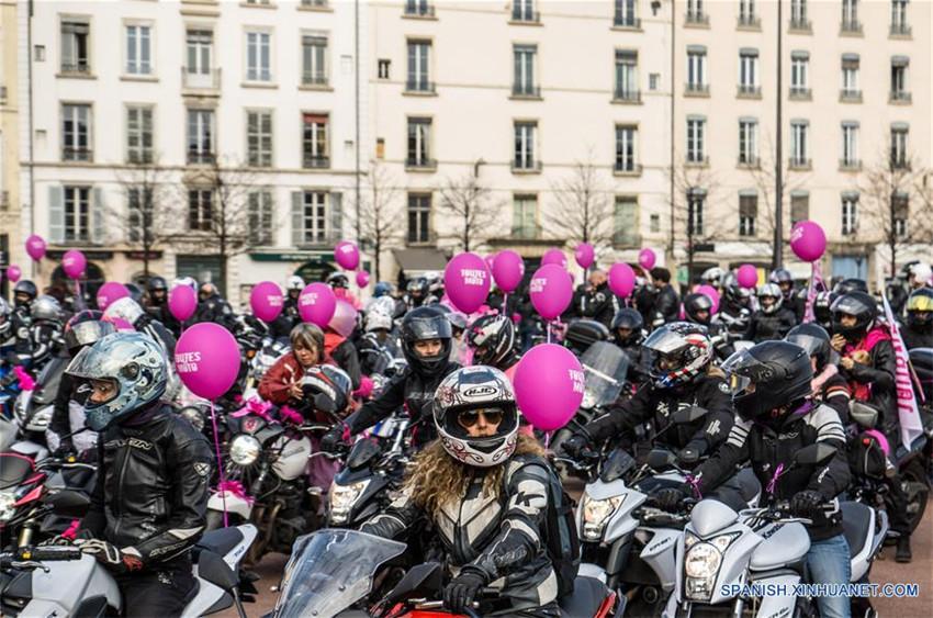 Desfile 'Todas en Moto' en Lyon, Francia