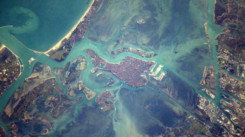 ¿Puedes reconocer estos lugares vistos desde el espacio?1