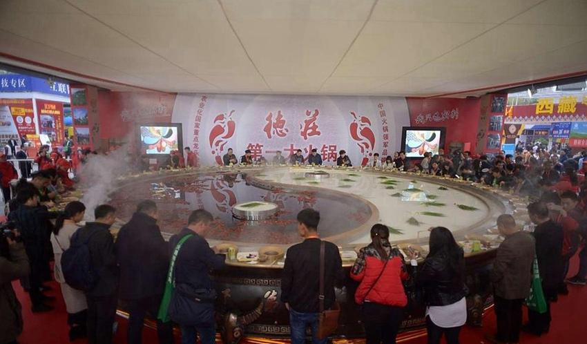 China presenta el 'huo guo' más grande del mundo