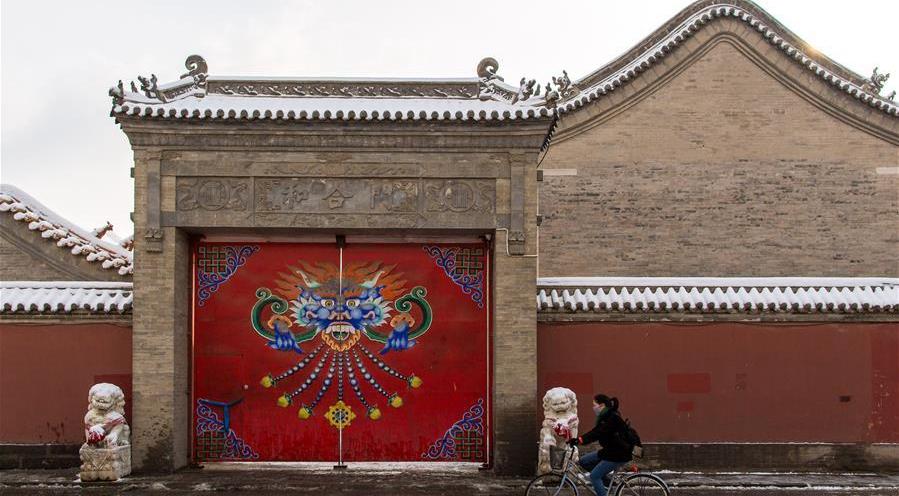Mongolia Interior: Paisaje nevado en Plaza Dazhao en Hohhot