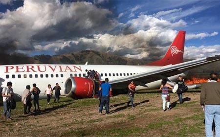 Avión se incendió en andes peruanos por falla en tren de aterrizaje