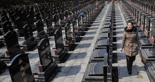China llama a un festival de limpieza de tumbas más respetuoso con la naturaleza