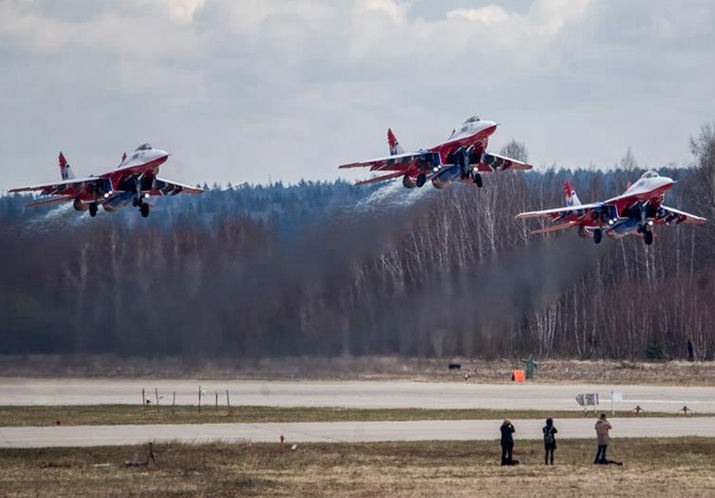 Revelan nuevas fotos de helicópteros y aviones militares de Rusia