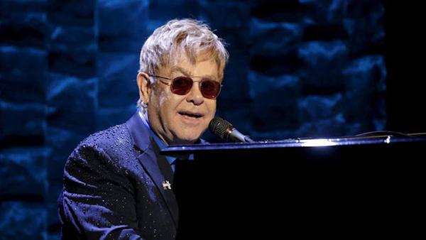 """Elton John sufre una infección """"potencialmente mortal"""""""