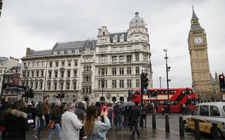 Policía arresta a hombre tras incidente cerca de Parlamento británico