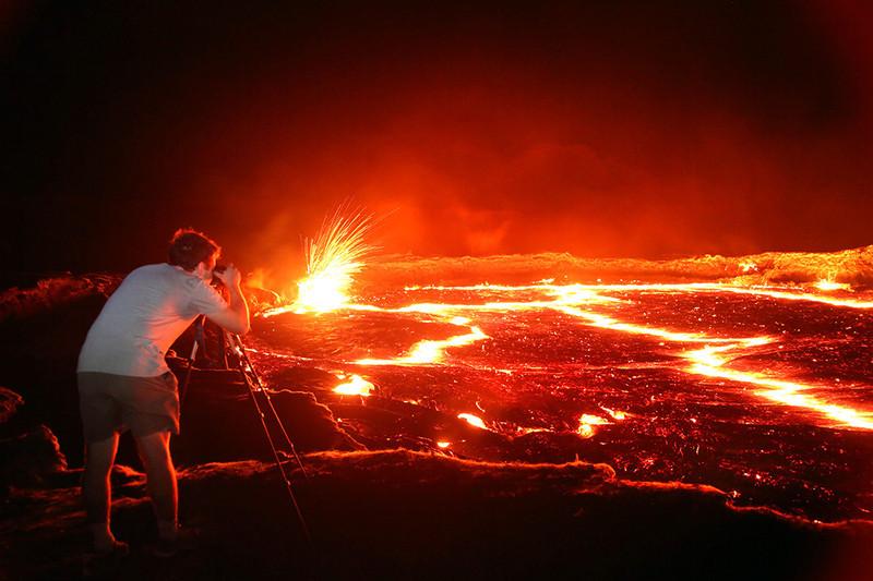 Fotógrafo se arriesga la vida en fotografías de la Entada del Infierno