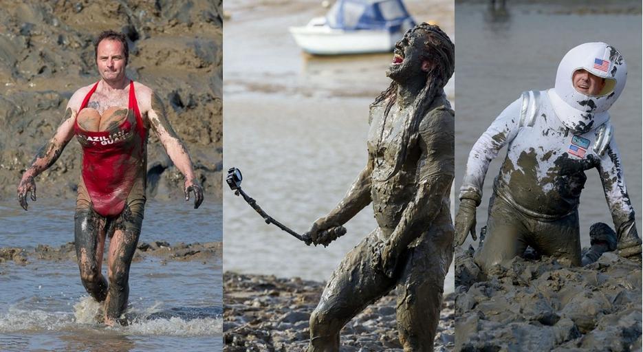Jugadores llevan ropa exótica en carrera de obstáculos de barro en Inglaterra