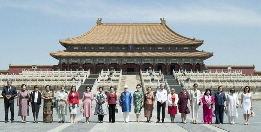 Esposas de líderes mundiales visitan la Ciudad Prohibida en Beijing