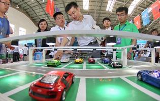 Jóvenes chinos muestran su innovador talento en una competición tecnológica