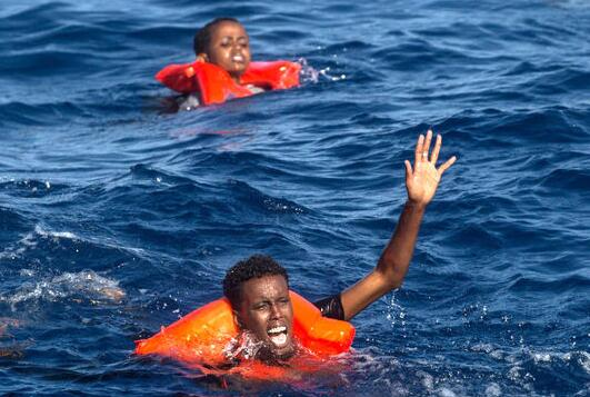 Mueren decenas de inmigrantes ahogados en el Mediterráneo