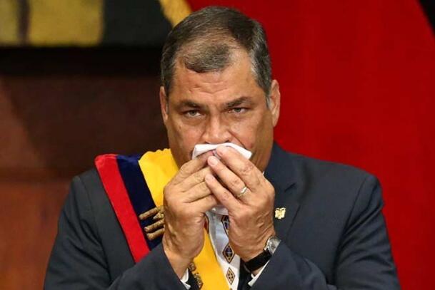 Expresidente de Ecuador presenta cuadro de neumonía