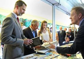 Reyes de España inauguran 76 edición de Feria del Libro de Madrid