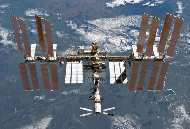 Primera cápsula Dragon reciclada llega a la Estación Espacial