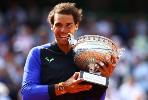 Nadal alza la copa del Roland Garros por décima vez