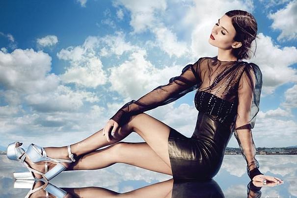 Victoria Justice presume sus piernas perfectas