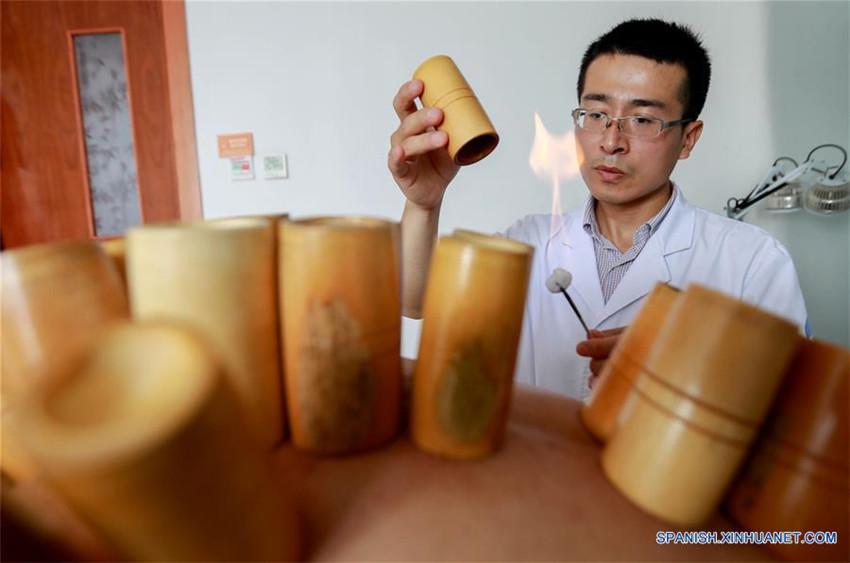 Hospitales ofrecen terapias de medicina china tradicional en verano