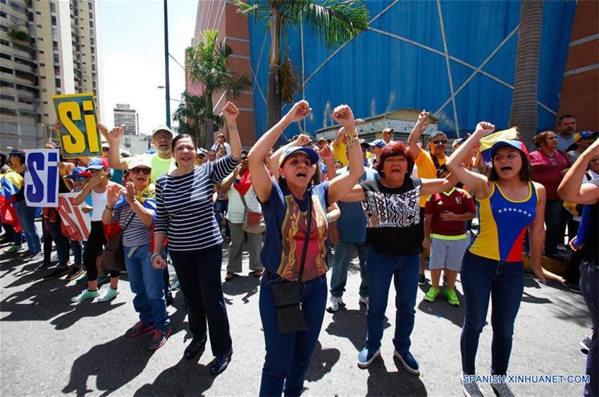 Maduro pide a oposición 'nuevo ciclo de diálogo' tras consulta en Venezuela