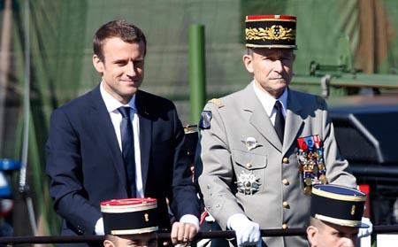 Francia nombra a nuevo jefe de fuerzas armadas